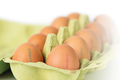 Innovative egg colours for marking product and packaging safely